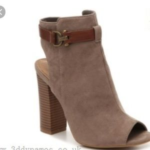 Bamboo Stash taupe open toe booties excellent cond